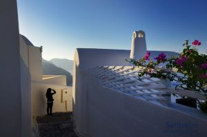 Santorini-Sunrise-Alley.jpg