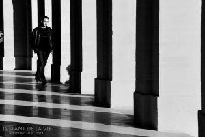 1.Dans-la-colonnade-du-théâtre-Odéon.jpg